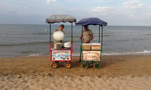 42_vendors_at_the_beach.jpg